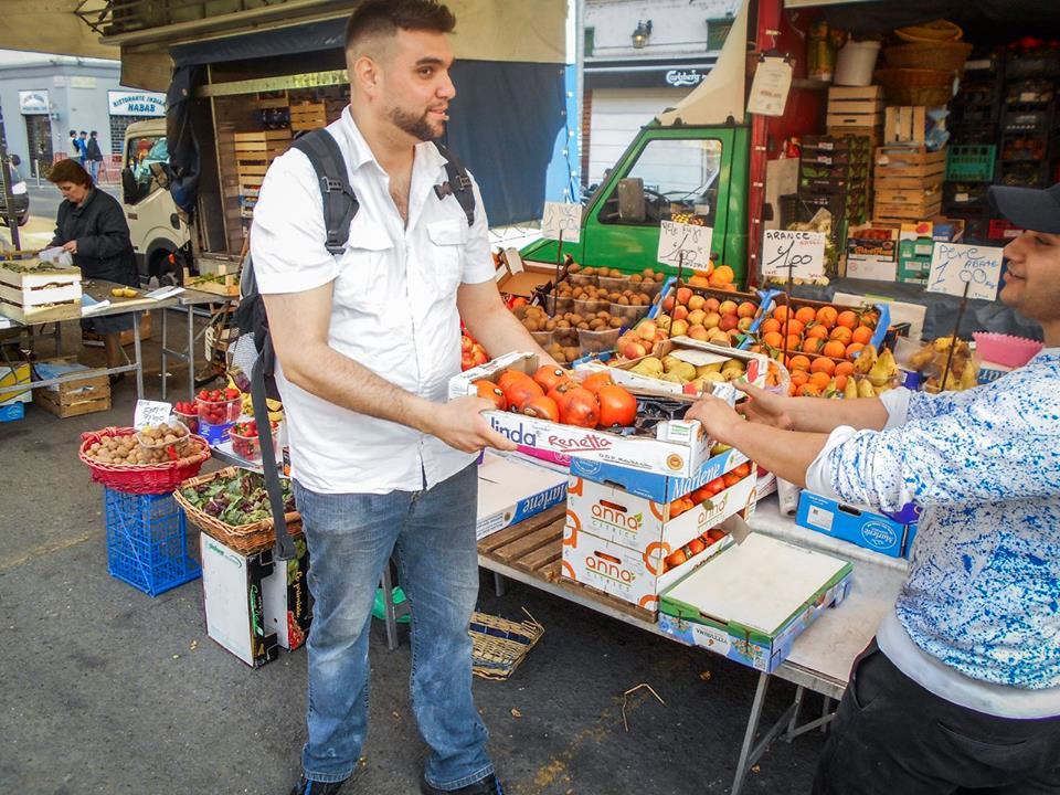 (Zero sprechi in azione in piazza Sant'Agostino a Milano)